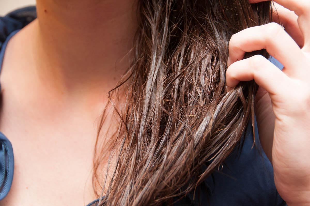 Peeling skóry głowy - 5 przepisów, które zmienią Twoje włosy!