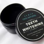 Wybielanie zębów węglem – 5 powodów, dla których to zrobisz!