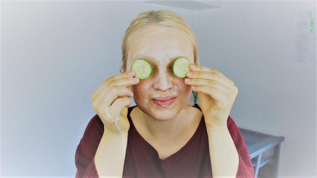 Jak nakładać maseczkę na twarz?