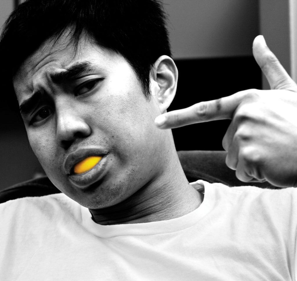 Jak wybielić zęby cytryną?