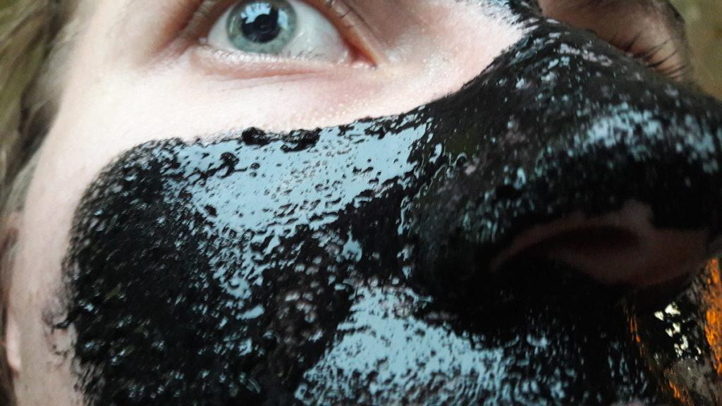 Czarna maska peel off
