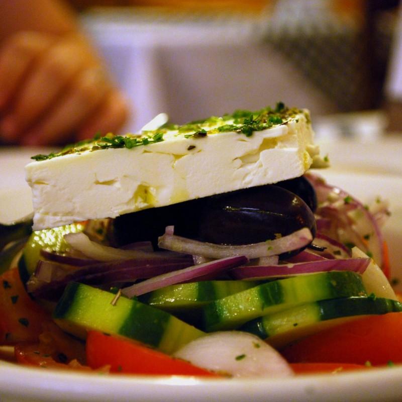 Prawdziwa sałatka grecka – oryginalna, przepis, składniki!
